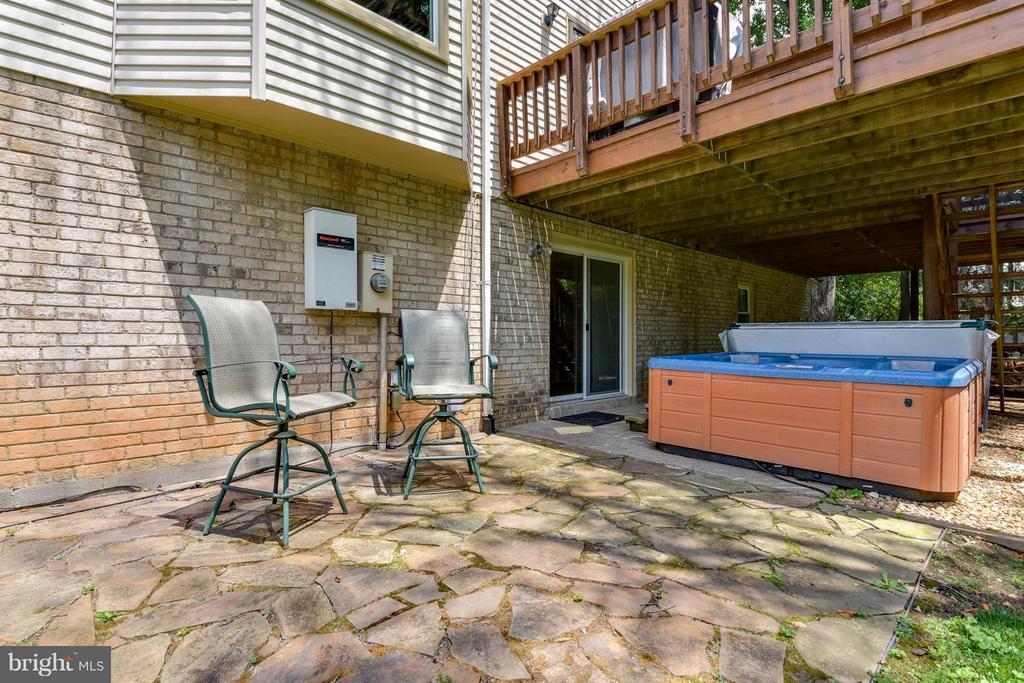 A patio area and hot tub- YEAH! - 2732 LINDA MARIE DR, OAKTON