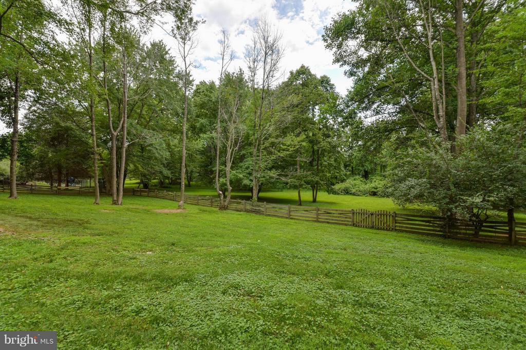 Yes, this yard could be yours! - 2732 LINDA MARIE DR, OAKTON