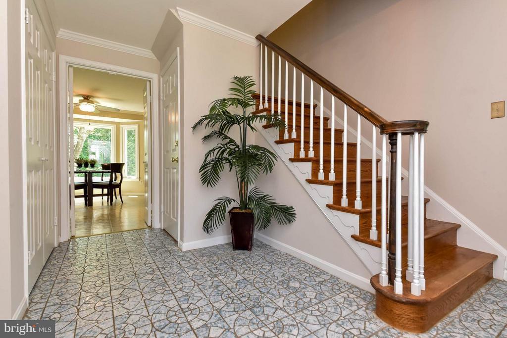 Gorgeous hardwood steps in foyer - 2732 LINDA MARIE DR, OAKTON