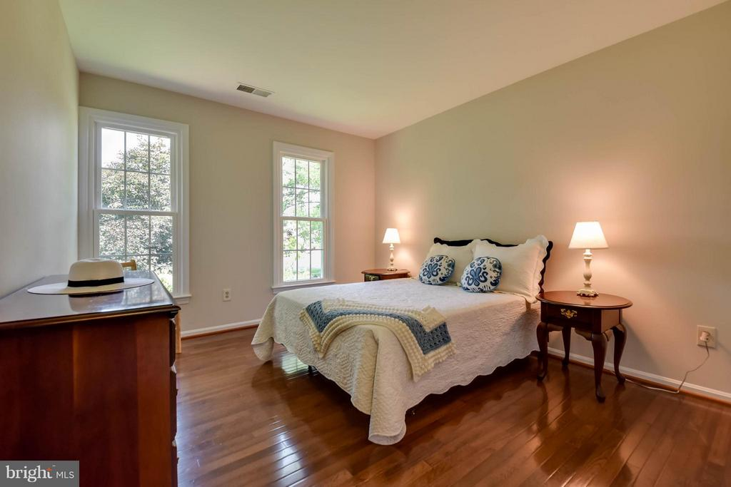 This room is big as well and with gleaming floors - 2732 LINDA MARIE DR, OAKTON