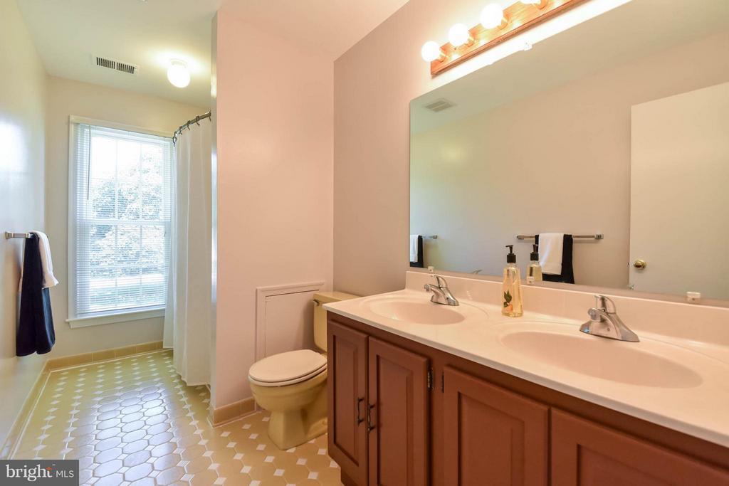 Hall bath with a double vanity - 2732 LINDA MARIE DR, OAKTON