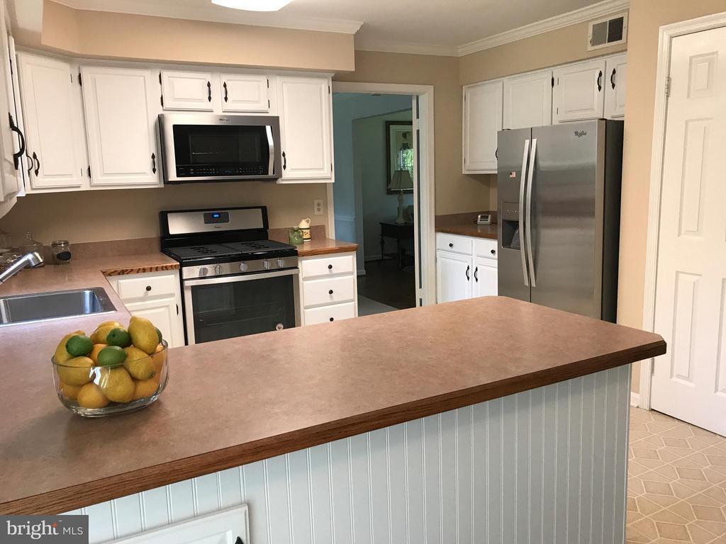 Brand new stainless appliances! - 2732 LINDA MARIE DR, OAKTON