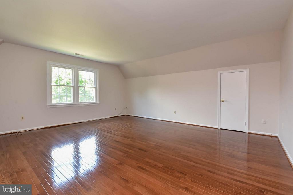 Such a big room with additional eve storage - 2732 LINDA MARIE DR, OAKTON