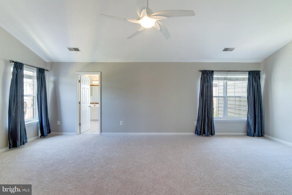 Beautiful MBR with W/W Carpeting - 5292 SANDYFORD ST, ALEXANDRIA