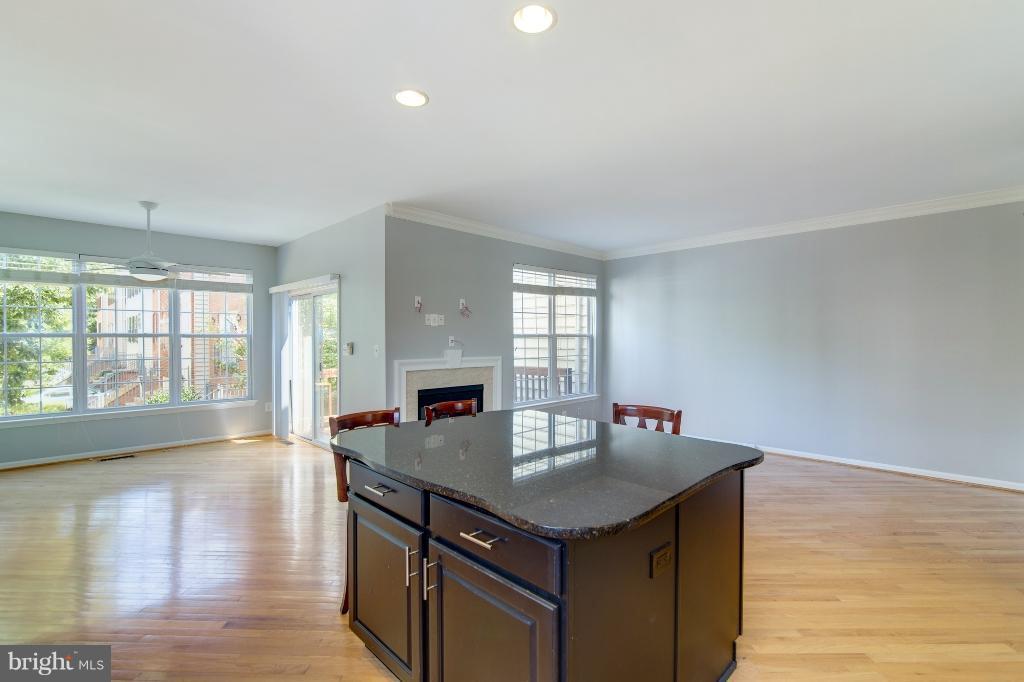 IBeautiful Hardwood Floors - 5292 SANDYFORD ST, ALEXANDRIA