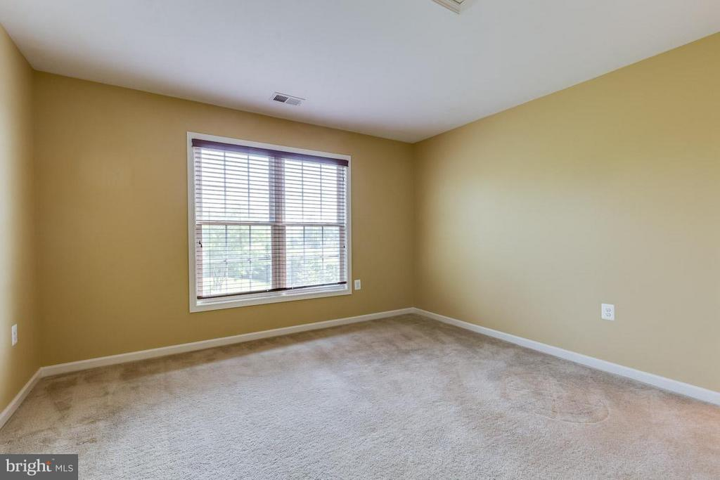 Fourth upstairs bedroom - 23221 FALLEN HILLS DR, ASHBURN