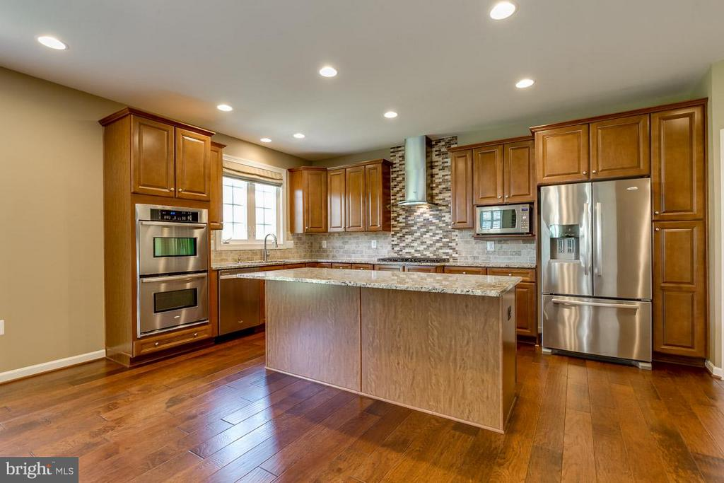 Stainless steel appliances and granite countertops - 23221 FALLEN HILLS DR, ASHBURN