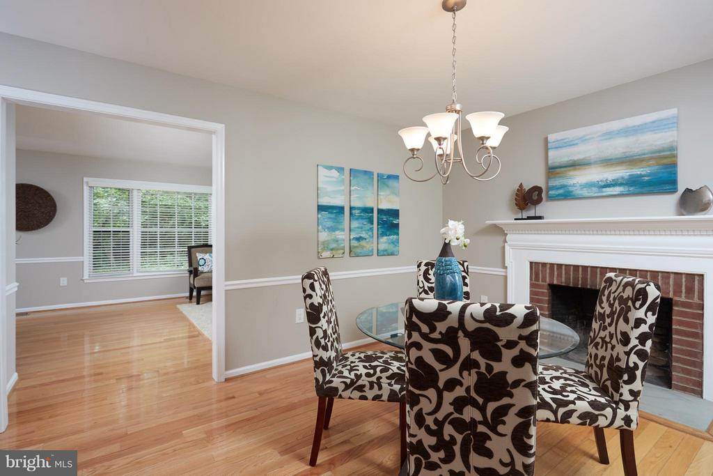 Beautiful fireplace and open to kitchen. - 1905 WESTMORELAND ST N, ARLINGTON
