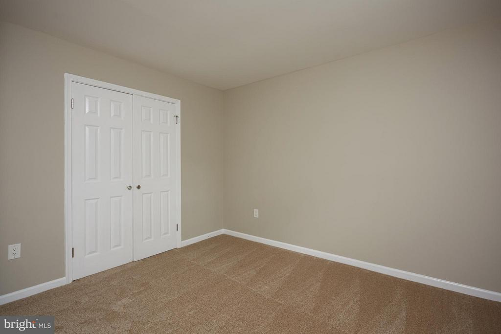 With good closet space and natural light - 1905 WESTMORELAND ST N, ARLINGTON