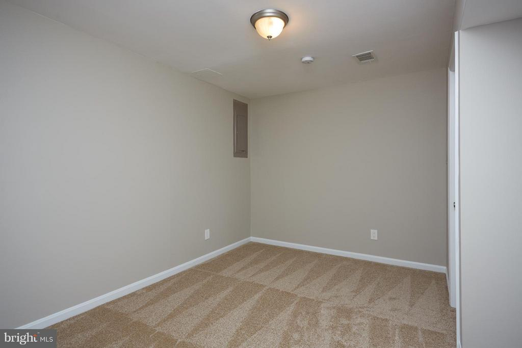 4th room makes great guest room or office - 1905 WESTMORELAND ST N, ARLINGTON