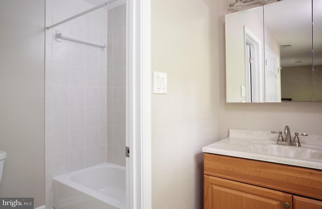 And en suite bath! - 1905 WESTMORELAND ST N, ARLINGTON
