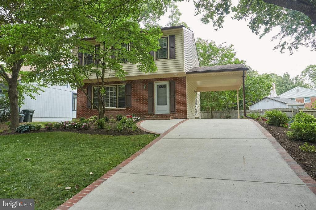 Carport with easy access to kitchen too! - 1905 WESTMORELAND ST N, ARLINGTON