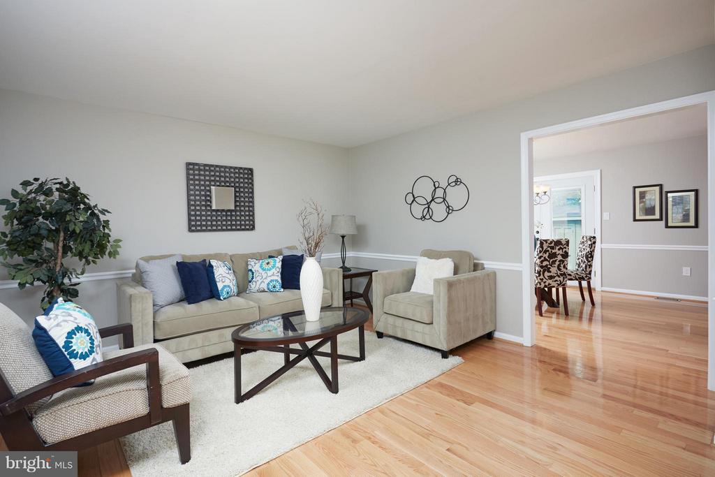 Bright and updated living room opens to dining - 1905 WESTMORELAND ST N, ARLINGTON