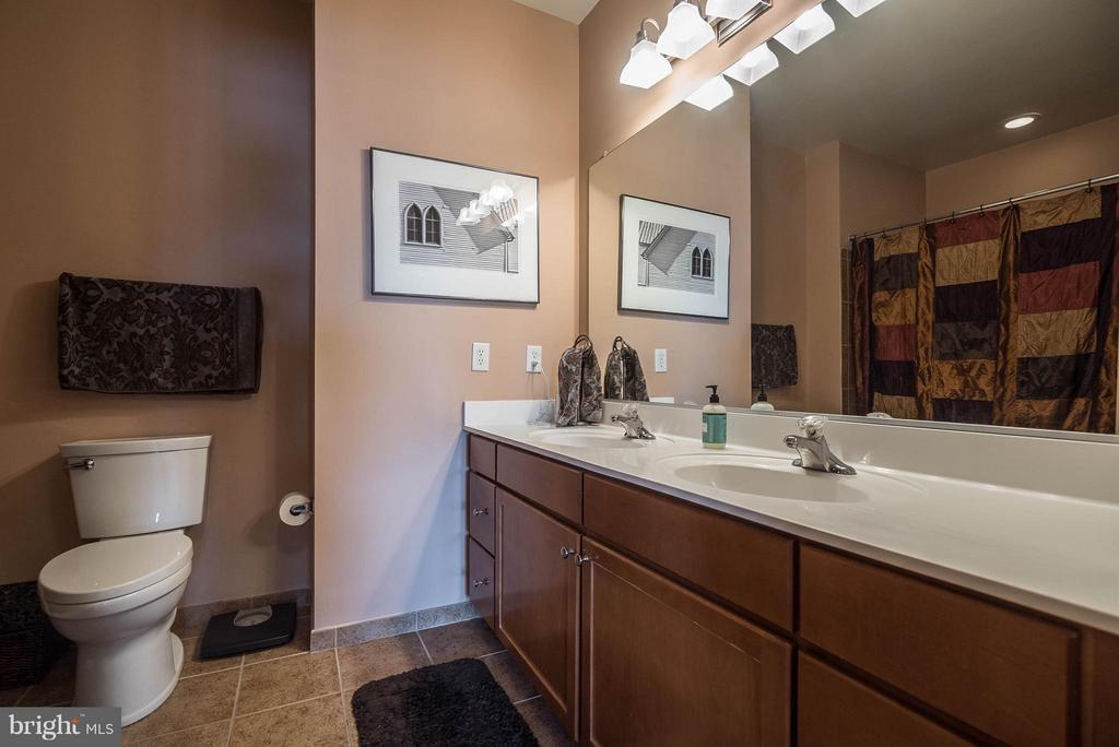 Bath (Master) - 1391 PENNSYLVANIA AVE SE #471, WASHINGTON