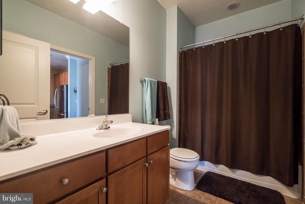 Bath - 1391 PENNSYLVANIA AVE SE #471, WASHINGTON