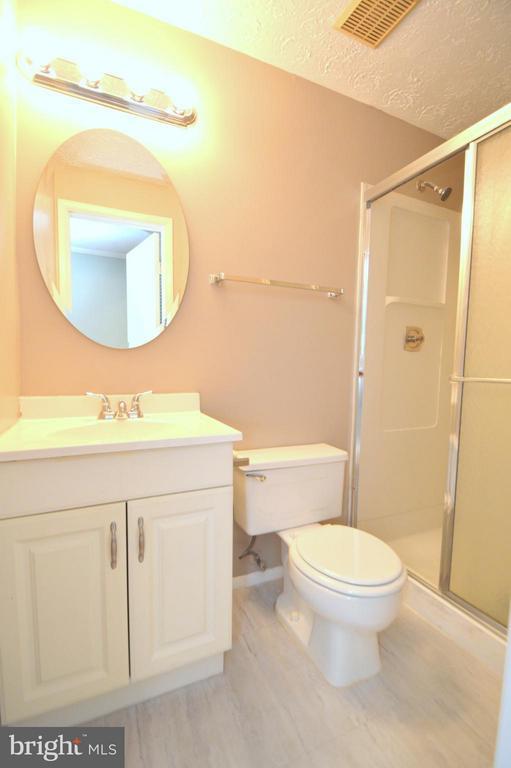 En-suite Master Bathroom - 8806 NEWINGTON COMMONS RD, LORTON