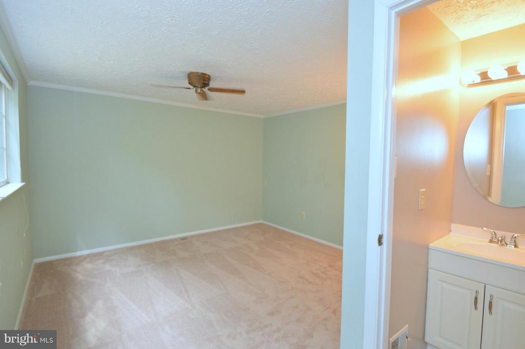 Bedroom (Master) - 8806 NEWINGTON COMMONS RD, LORTON