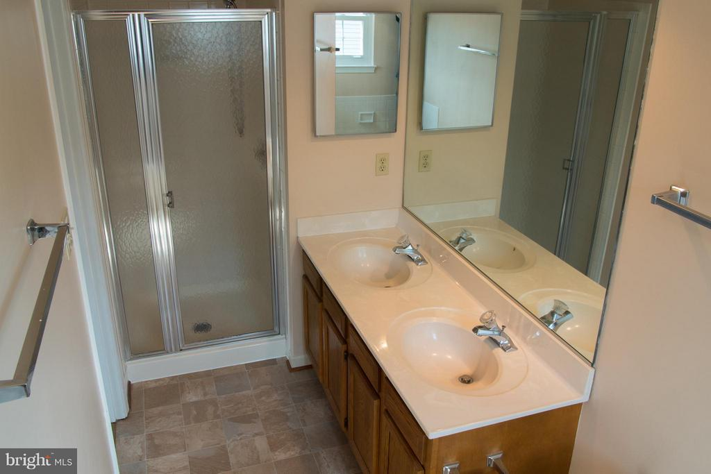 Master bath with separate shower and dual vanity - 5404 LOMAX WAY, WOODBRIDGE