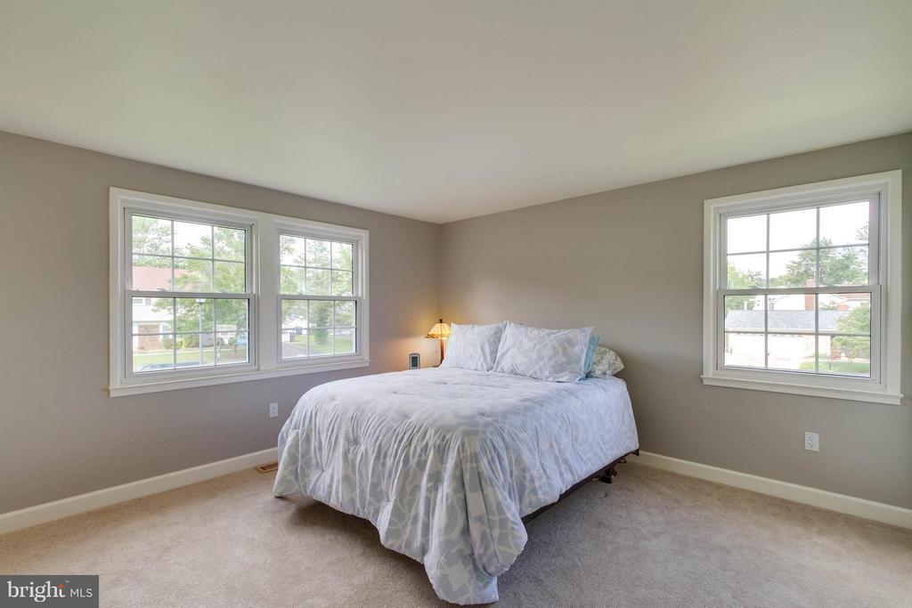Look at how big this room is!  And more windows! - 13127 PENNYPACKER LN, FAIRFAX