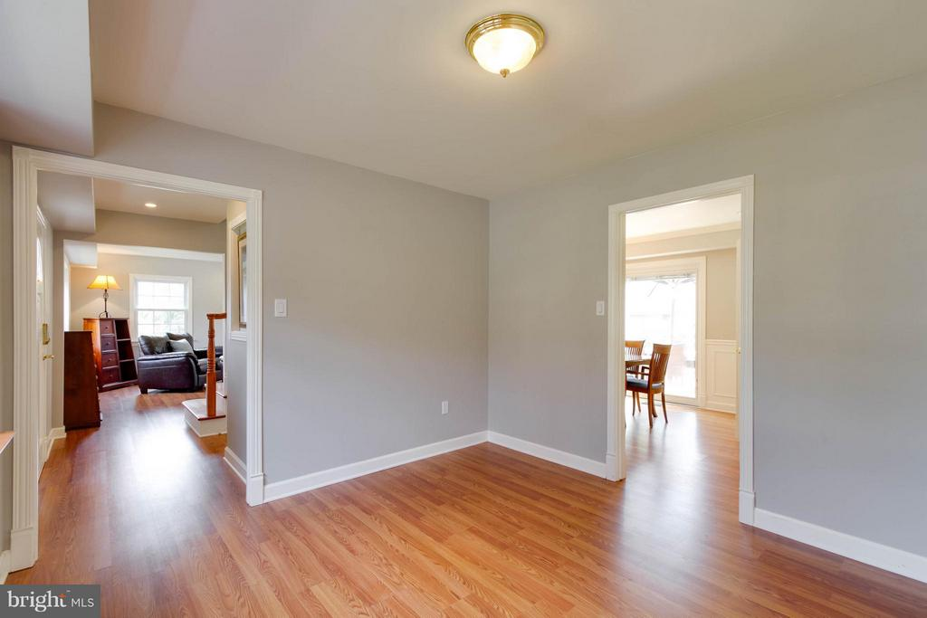 An additional room on main level for many uses - 13127 PENNYPACKER LN, FAIRFAX