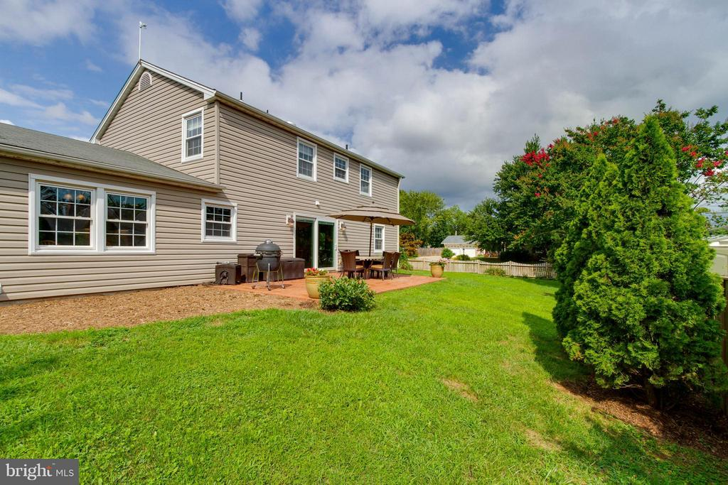 Area for gardening, flowers and grilling - 13127 PENNYPACKER LN, FAIRFAX