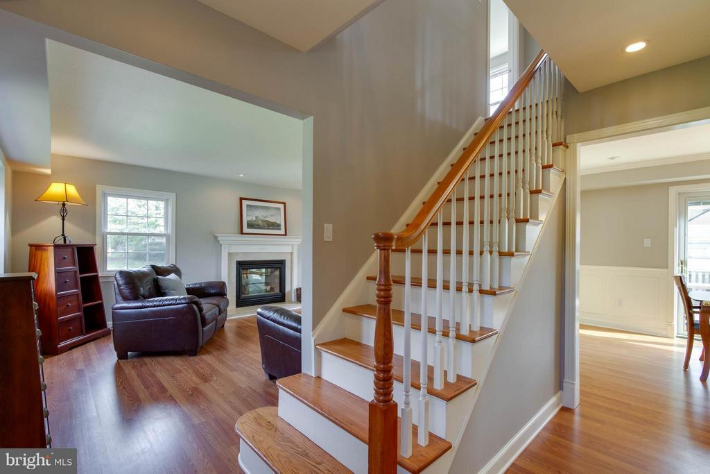 Freshly painted and fabulous floors - 13127 PENNYPACKER LN, FAIRFAX