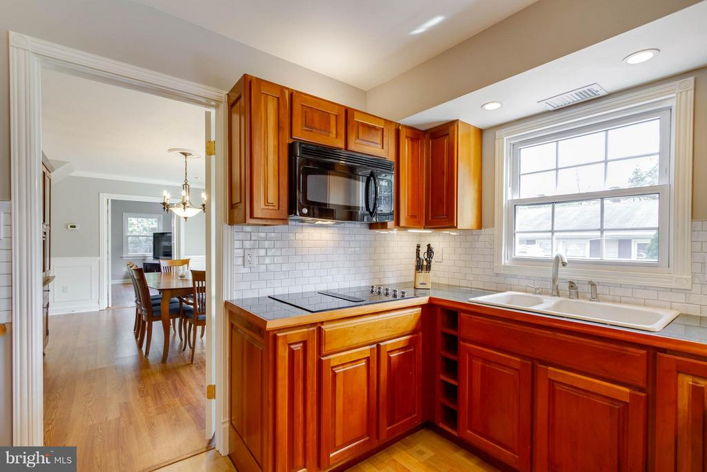 Brand new cooktop and charming sink - 13127 PENNYPACKER LN, FAIRFAX
