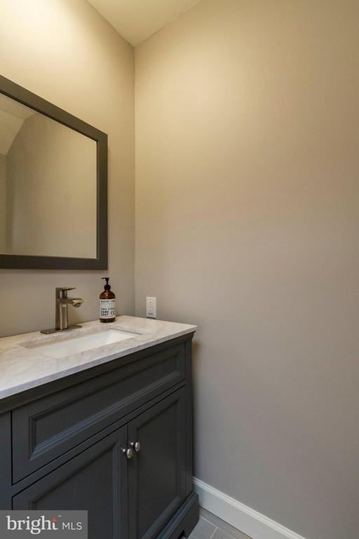 The half bath is updated and so pretty! - 13127 PENNYPACKER LN, FAIRFAX