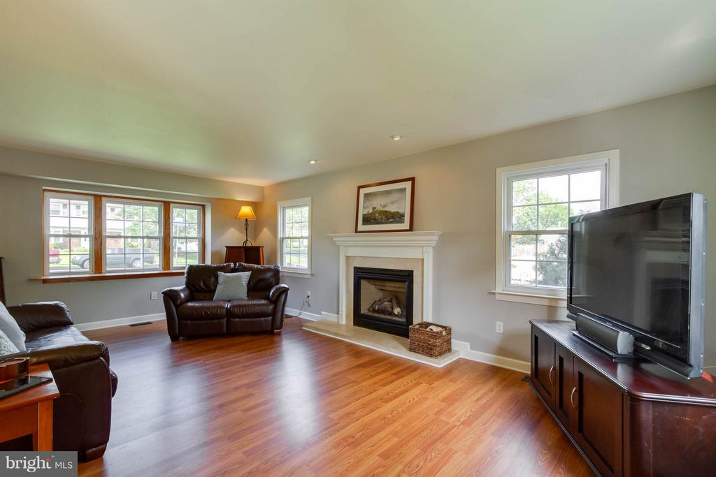 So much room and a fantastic gas fireplace! - 13127 PENNYPACKER LN, FAIRFAX