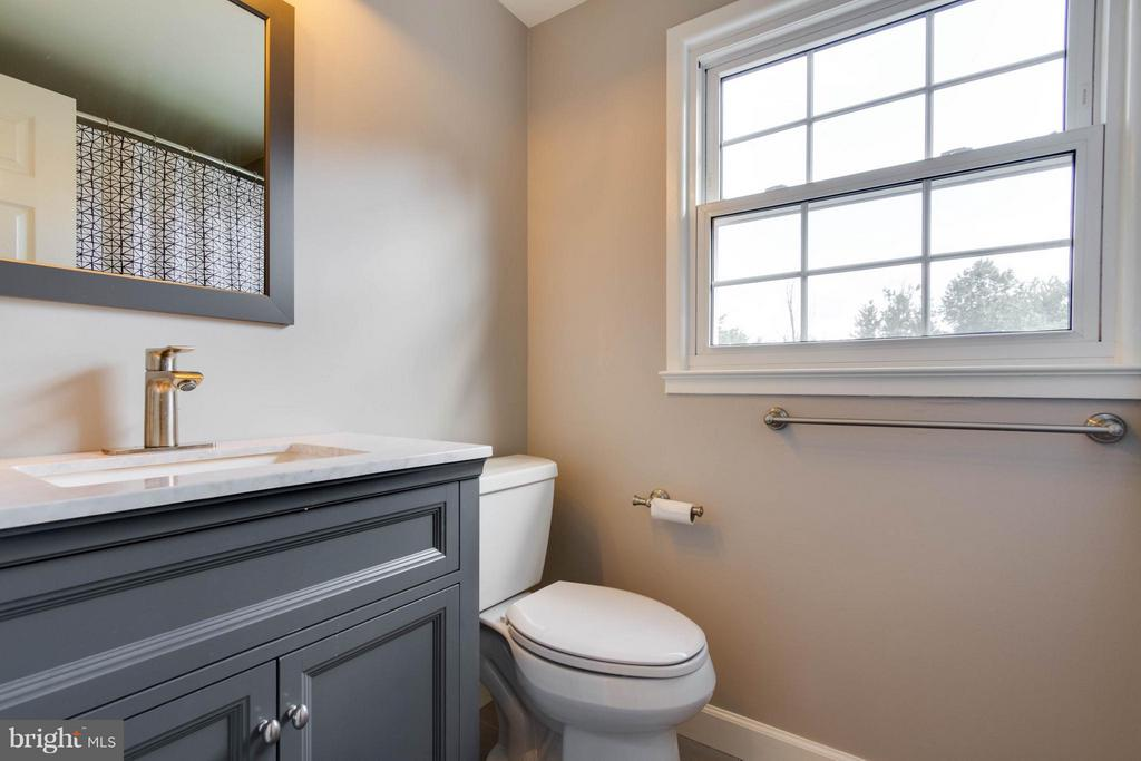 Hall bath with new vanity and tub with shower - 13127 PENNYPACKER LN, FAIRFAX