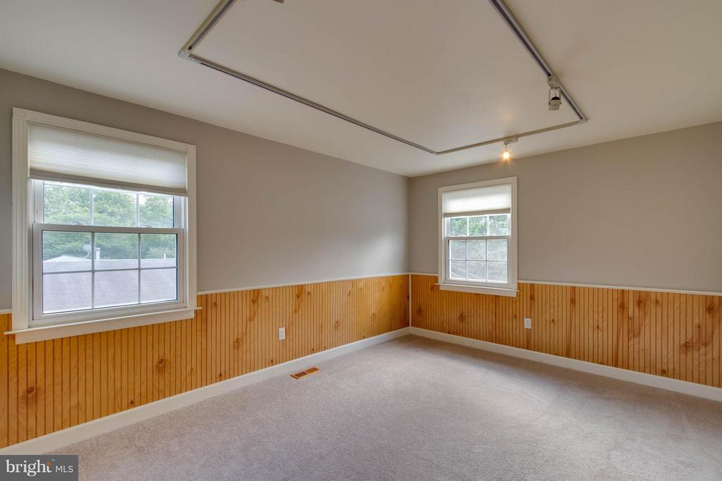 Bedroom 4 can be used as a bedroom or office space - 13127 PENNYPACKER LN, FAIRFAX