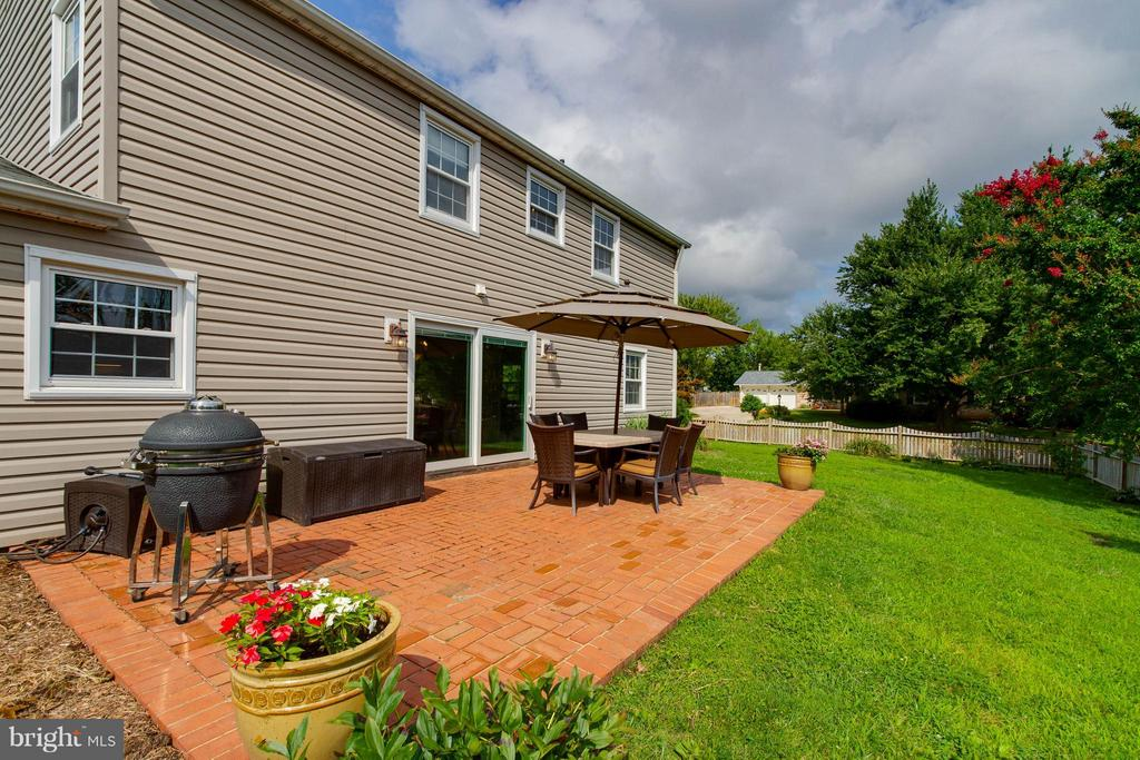 Envision yourself and friends having a BBQ here! - 13127 PENNYPACKER LN, FAIRFAX