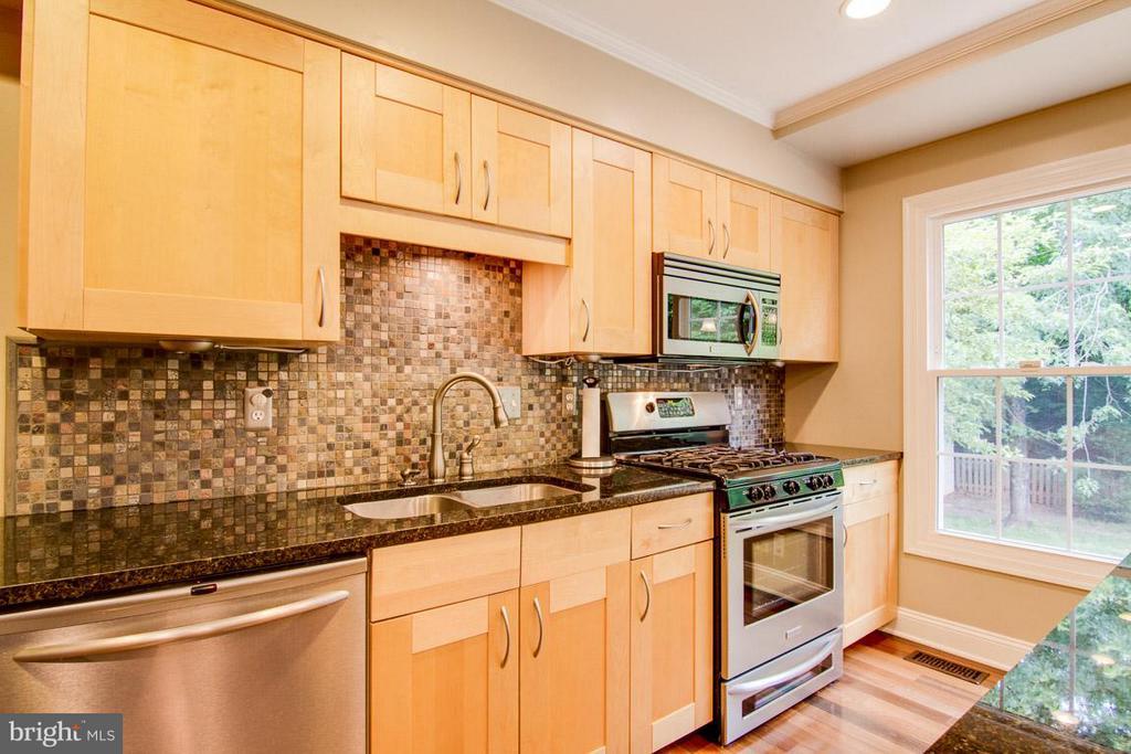Kitchen - 9908 HAWTHORN HILL CT, MANASSAS