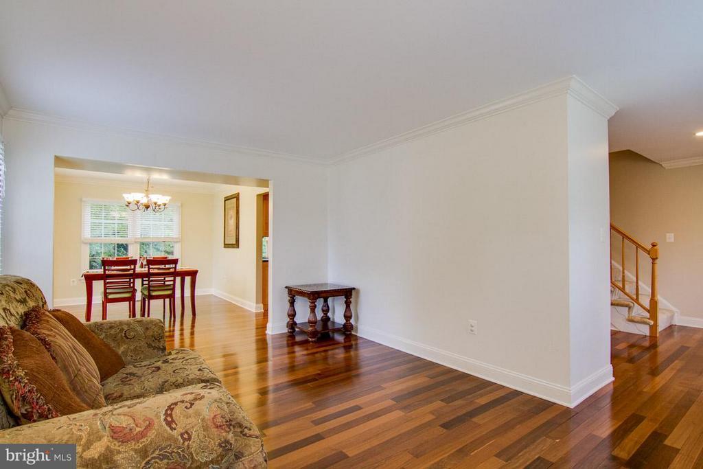 Living Room - 9908 HAWTHORN HILL CT, MANASSAS