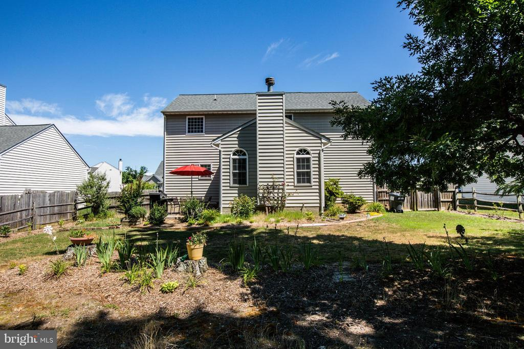 Big backyard has room to run - 4014 DERBYSHIRE LN, FREDERICKSBURG