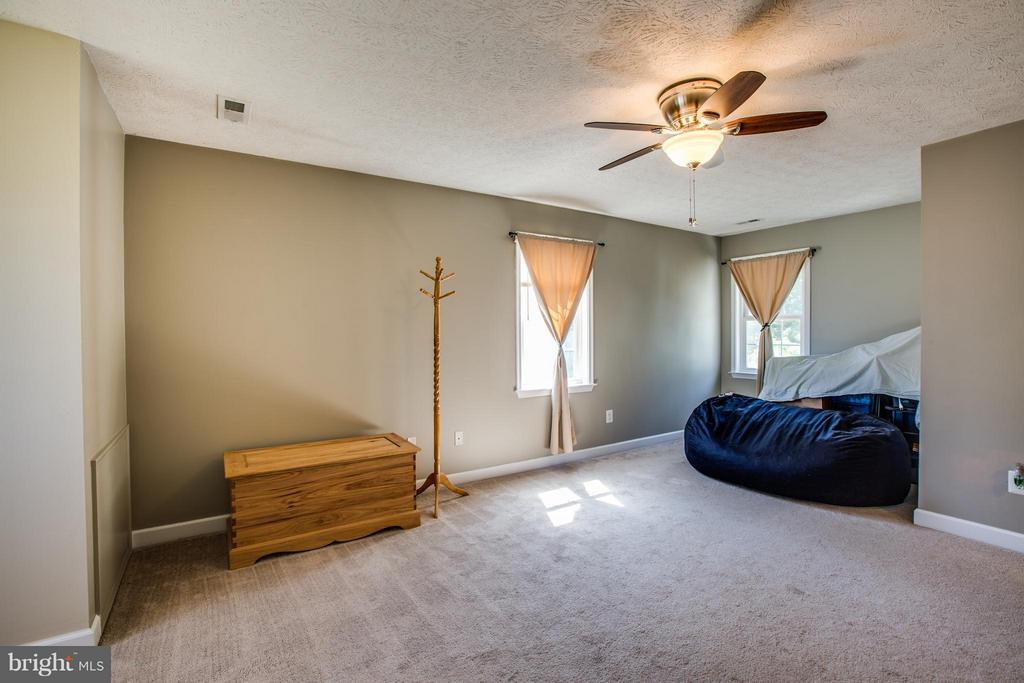 Massive bedroom runs the full depth of the home - 4014 DERBYSHIRE LN, FREDERICKSBURG