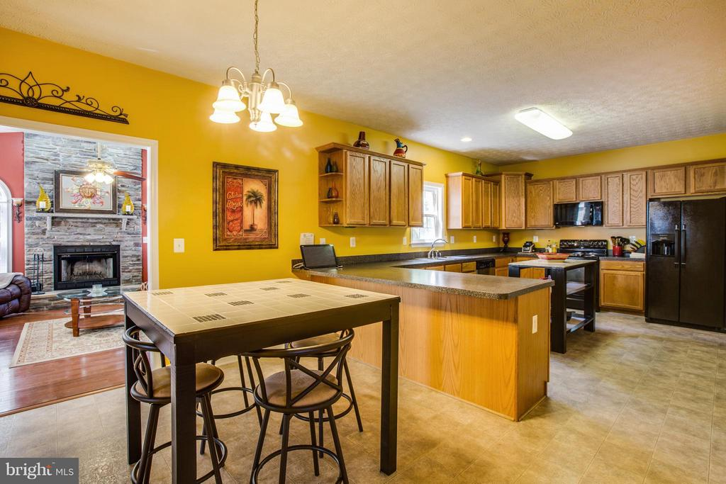 Kitchen has loads of storage & breakfast nook - 4014 DERBYSHIRE LN, FREDERICKSBURG