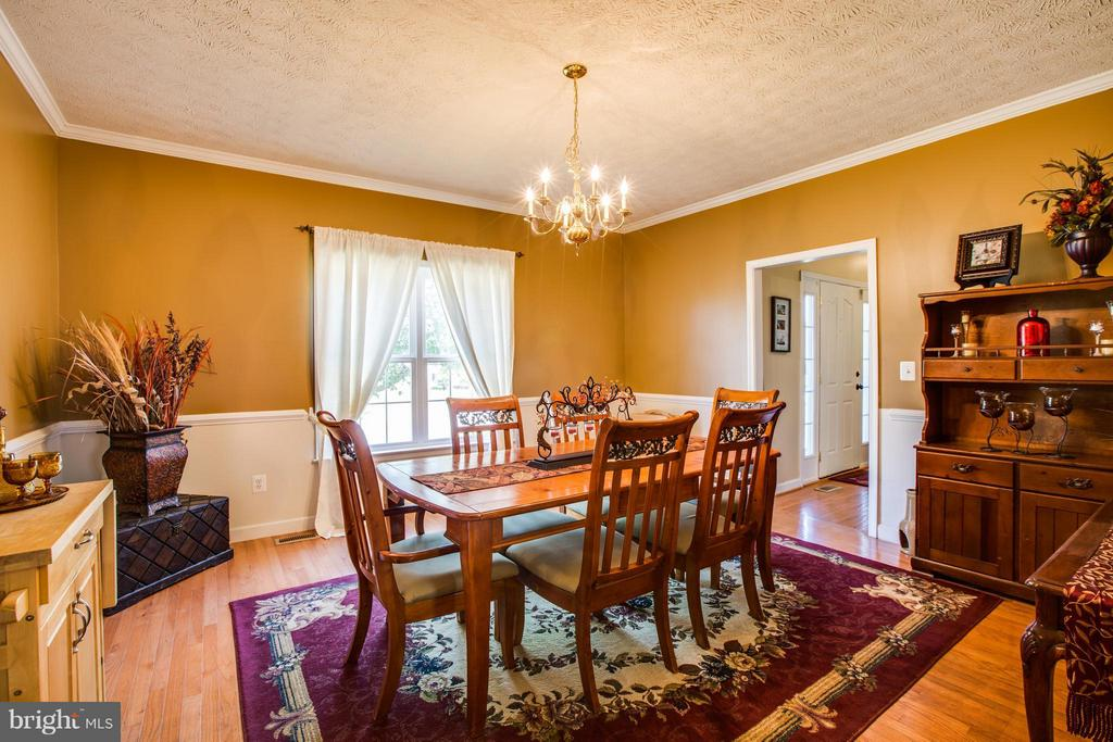 Beautiful Dining Room to entertain - 4014 DERBYSHIRE LN, FREDERICKSBURG