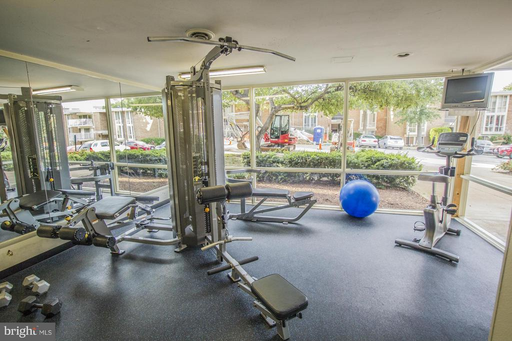 Fitness Center - 2600 INDIAN DR #83, ALEXANDRIA