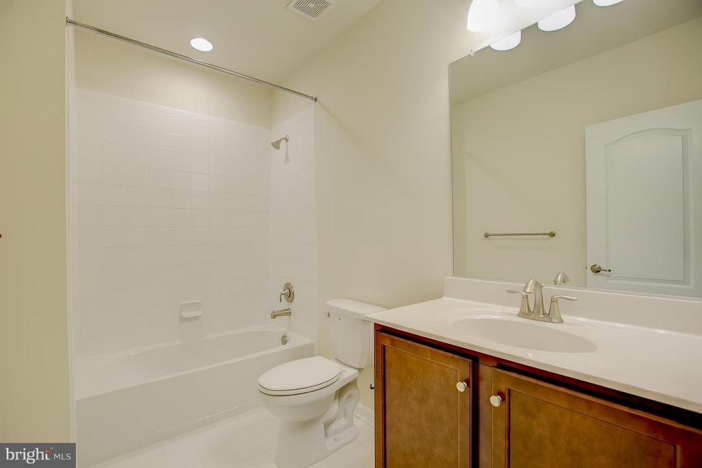 Fully Finished Lower Level Full Bath - 174 VERBENA DR, STAFFORD