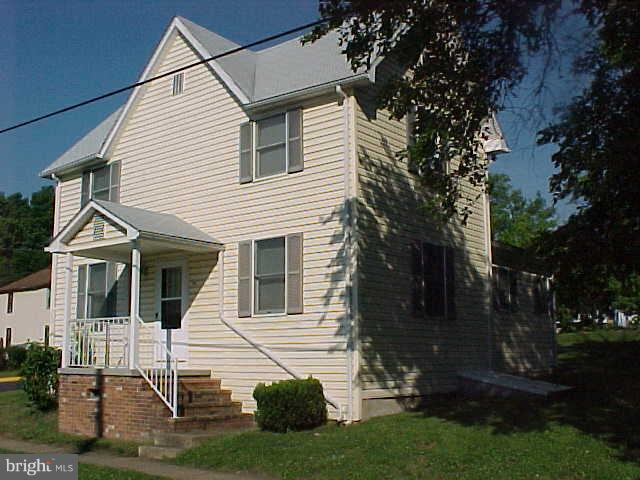 Other Residential for Rent at 238apt. B2 Commerce St #b2 Woodstock, Virginia 22664 United States