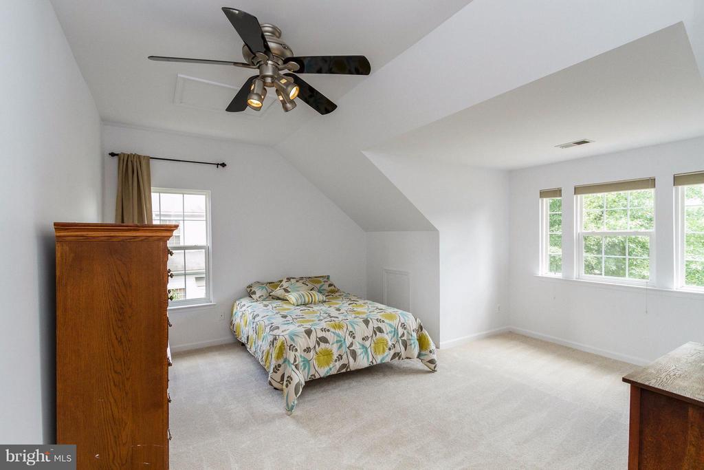 Fifth bedroom - 320 ALABAMA DR, HERNDON