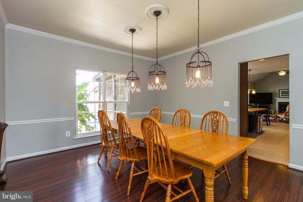 Dining Room flows into the kitchen - 320 ALABAMA DR, HERNDON