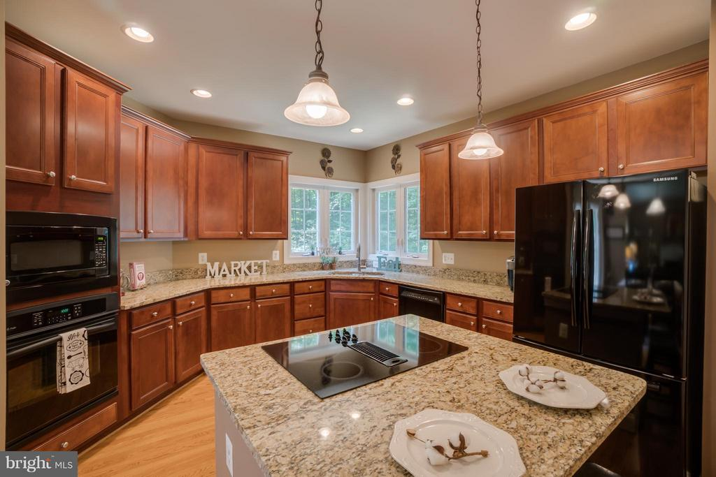 Cooktop, Microwave, Wall Oven withConvection - 214 KIMBERWICK LN, STAFFORD