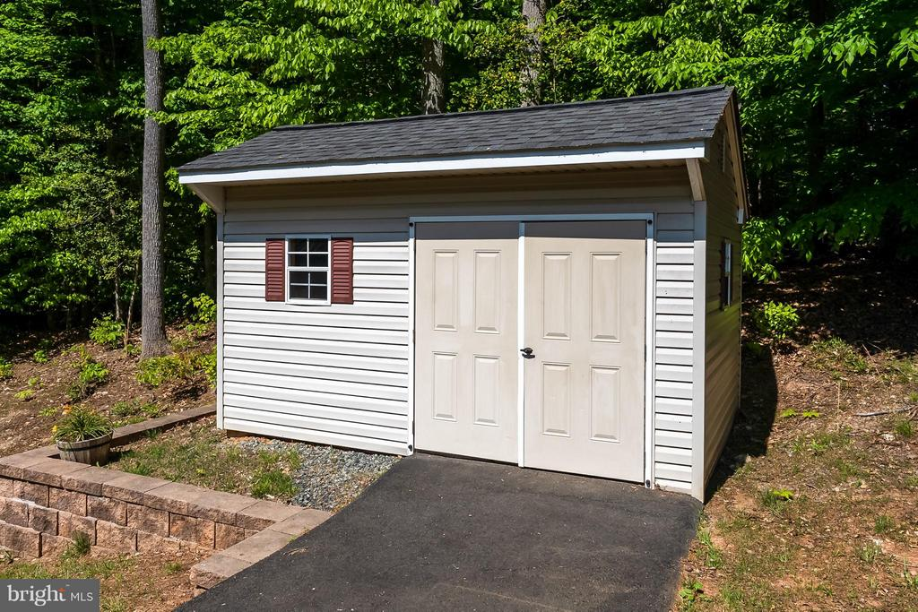 Shed with paved access to load equipment or ATV's - 214 KIMBERWICK LN, STAFFORD