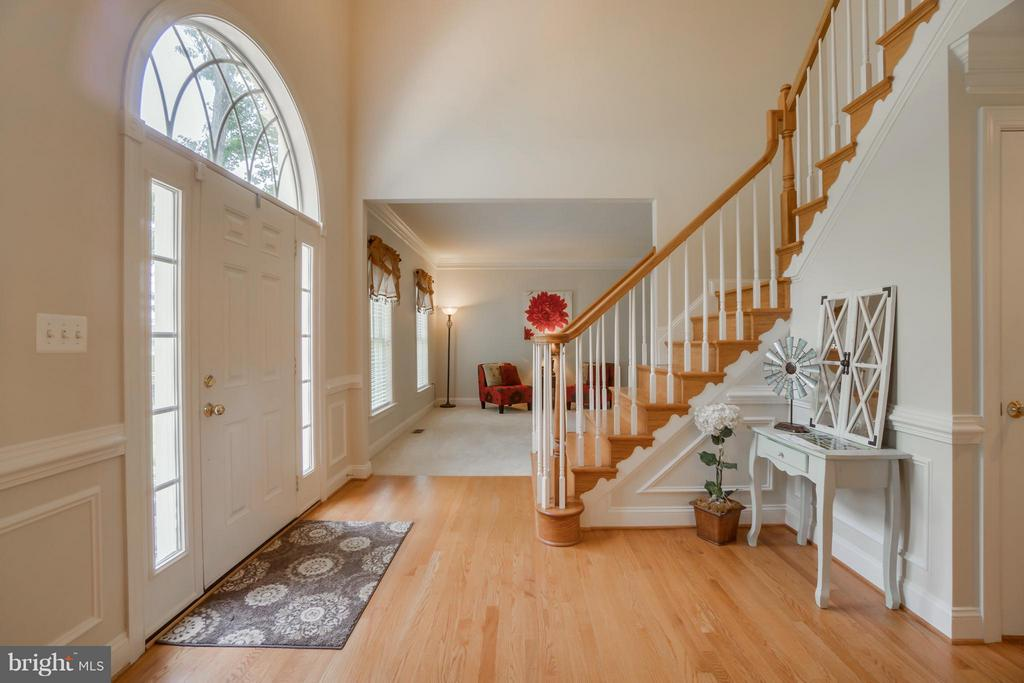 Two Story Foyer with DoubleHardwood Staircase - 214 KIMBERWICK LN, STAFFORD