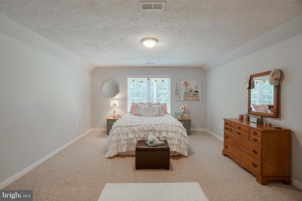BR 4 or Convert to AuPair Suite w/ Back Staircase - 214 KIMBERWICK LN, STAFFORD