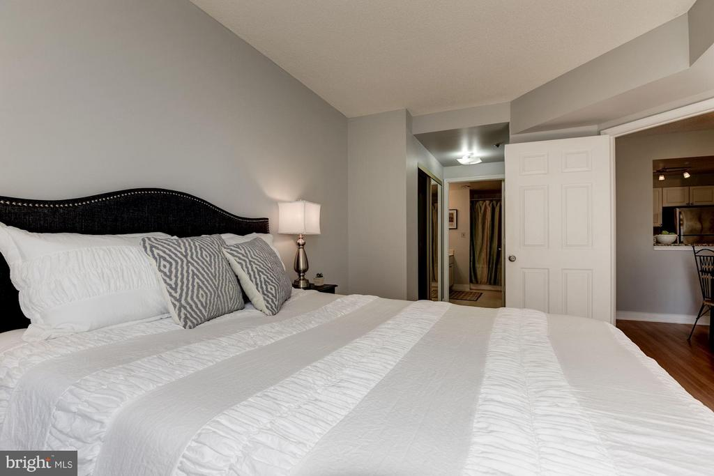 Bedroom (Master) - 1050 TAYLOR ST #1-408, ARLINGTON