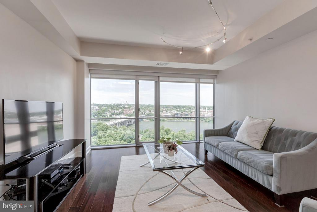 Unobstructed views of the Potomac River - 1111 19TH ST N #2001, ARLINGTON