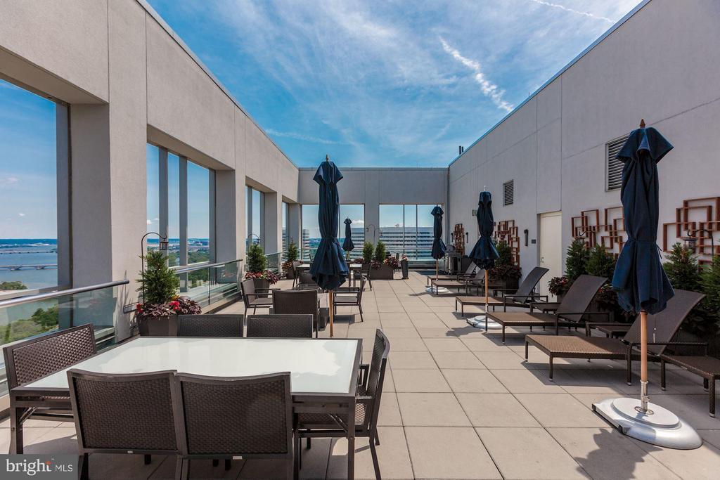 30th floor rooftop deck - 1111 19TH ST N #2001, ARLINGTON